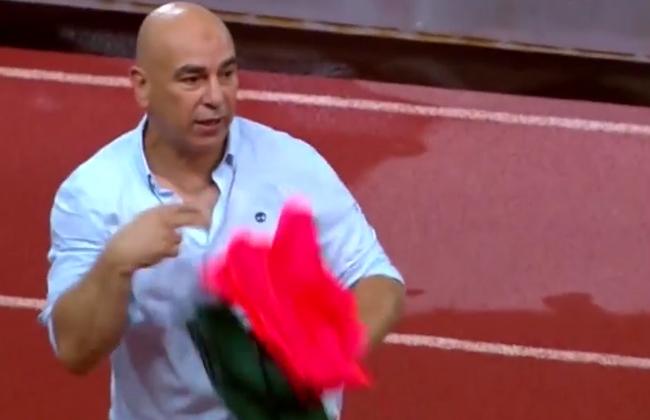 نتيجة بحث الصور عن حسام حسن يرفع قميص أحمر