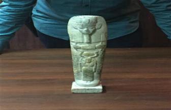 لجنة أثرية لفحص تمثال فرعوني ضبط بحوزة 3 أشخاص بقنا