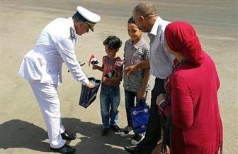 مديرية أمن القاهرة توزع حقيبة أدوات مدرسية على طلبة المدارس بشوارع العاصمة