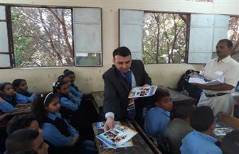 مديرية أمن قنا توزع أدوات مدرسية مجانية على طلاب المدارس