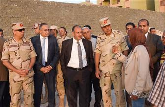 محافظ الإسكندرية وقائد المنطقة الشمالية يتفقدان مساكن الكيلو 38 بطريق الساحل الشمالي