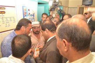 إيقاف مدير الإدارة الصحية بقطور وطبيبة عن العمل شهرًا وإحالتهما للتحقيق   صور