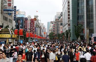 """أبرز عادات الصينيين.. """"البيجامة"""" للتجوال في الشوارع.. والأسلاك الشائكة لمنع الموظفين من الانتحار"""