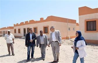 نائب وزير الإسكان للتطوير الحضري يتفقد مشروع تطوير العشوائيات بسفاجا والقصير  صور