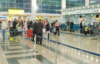 تكدس ركاب الخطوط السعودية بصالات السفر في مطار القاهرة | صور