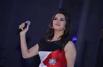 """زين عوض تتضامن مع الناشطة الفلسطينية عهد التميمي بـ""""صرخة عهد""""  فيديو"""
