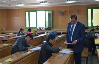 رئيس جامعة سوهاج يعد طلبة الألسن بتوفير معمل للصوتيات