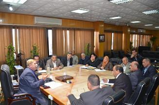 محافظ الإسماعيلية يشكل لجانا لحل مشكلات منطقة أرض الجمعيات