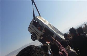 مصرع 3 طلاب غرقا بأسيوط.. وإنقاذ 4 آخرين في سقوط ميكروباص بالنيل   صور