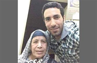 قائد الطائرة الأردنية يلغي سفر والدة أبو تريكة لسوء حالتها الصحية
