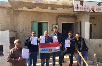 أعضاء جمعية حماية البيئة برأس غارب يحررون توكيلات ترشيح الرئيس السيسي حاملين أعلام مصر | صور