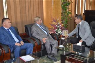 محافظ الإسماعيلية يناقش تفعيل دور مكتب تقنين الأراضي مع رئيس التعمير والتنمية الزراعية