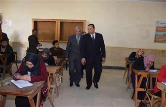 رئيس جامعة المنوفية ونائباه يتفقدون امتحانات كليتي العلوم والآداب   صور