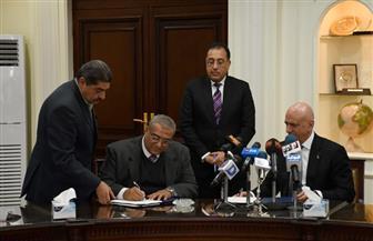 وزير الإسكان يشهد توقيع مذكرة تفاهم  لتشغيل فندقين بالعلمين