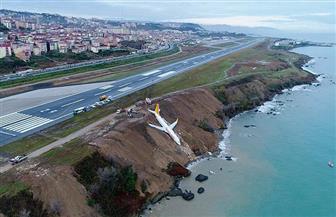 شاهد.. هلع وفزع ركاب الطائرة التركية التي انحرفت عن المسار وانزلقت بالبحر الميت   فيديو