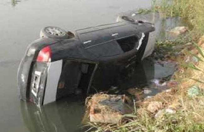 سقوط سيارة ملاكي في ترعة القاصد بطنطا وجهود لانتشال قائدها