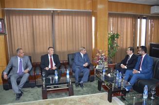 """محافظ الإسماعيلية يبحث مع رئيس """"يانجزهو"""" الصينية إقامة مشروعات استثمارية"""