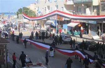 مسيرة شعبية بمطروح تحمل علما طوله 500 متر لدعم الرئيس السيسي في انتخابات الرئاسة | صور