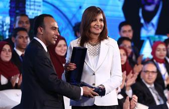 """وزيرة الهجرة تبحث مع علماء """"مصر تستطيع"""" الاستفادة من وكالة الفضاء المصرية"""