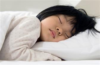 لا توقظ طفلك لتناول الأدوية في منتصف الليل.. تعرف علي السبب