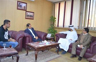 محافظ الغربية يلتقي وفدا من هيئة أبوظبى للإعلام.. ويدعو الإماراتيين إلى التعاون الاستثماري | صور