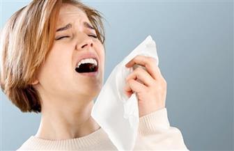 عطسة أو كحة قوية قد تصيبك بالانزلاق الغضروفي.. إليك طريقة الوقاية