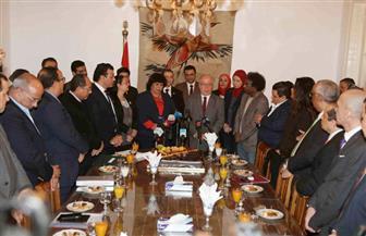 وزيرة الثقافة تكرم نظيرها السابق بمقر الوزارة.. والنمنم: أشكر القيادة السياسية | صور