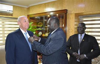 محافظ أسوان يستقبل وفدا وزاريا من جنوب السودان | صور