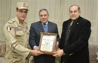 محافظ سوهاج ومدير الأمن يكرمان المستشار العسكري | صور