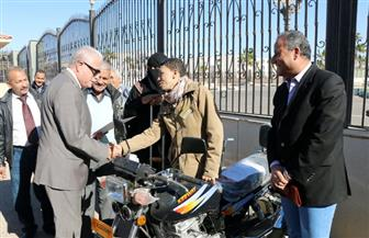 محافظ جنوب سيناء يوزع 7 دراجات نارية مجهزة لذوي الاحتياجات الخاصة | صور