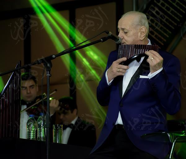 جورج زامفير خلال احياءه الحفل