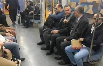 وزير النقل يتفقد محطات مترو الأنفاق خلال توجهه لمجلس الوزراء | صور