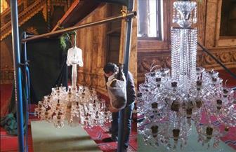 بدء أعمال ترميم وصيانة النجف الأثري بمسجد محمد علي | صور
