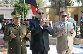 محافظ سوهاج ومدير الأمن يضعان أكاليل الزهور على النصب التذكاري لشهداء الشرطة