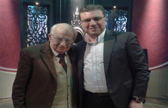 غدا.. رشوان توفيق يكشف بدايته كمذيع بالتليفزيون وانطلاقته السينمائية فى «واحد من الناس» مع عمرو الليثى