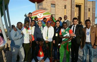 50 طالبا وافدا من دول إفريقية فى زيارة لمتحف النيل بأسوان  صور