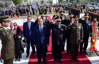 المحافظ والقيادات الأمنية والعسكرية بالإسكندرية يضعون إكليل الزهور على النصب التذكاري لشهداء الشرطة   صور