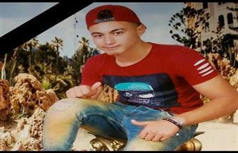 تشييع جثمان أول ضحايا مركب الصيد الغارق في ليبيا.. ووالده: هاتفني وطلب مني الاعتناء بوالدته وأشقائه