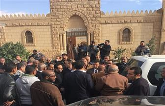 وصول جثمان الكاتب الصحفي إبراهيم نافع لمقابر العائلة بـ٦ أكتوبر | صور