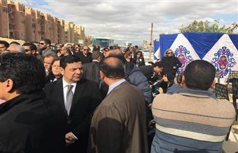 المئات يشاركون في مراسم دفن الكاتب الصحفي إبراهيم نافع   صور