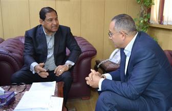 محافظ الغربية يناقش مع نائب وزير الإسكان موقف تطوير المناطق العشوائية   صور
