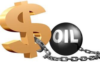 قوة الدولار تجبر النفط على التراجع