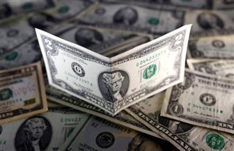الدولار يتراجع ويبدي تفاعلا ضعيفا مع خطاب ترامب