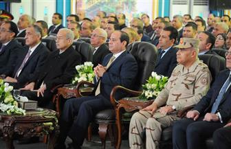 الرئيس السيسي يشاهد فيلما تسجيليا عن مراحل العمل بمشروع حقل ظهر| فيديو
