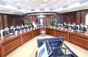 وزير الداخلية يستعرض خطط تأمين احتفالات عيد الميلاد   صور