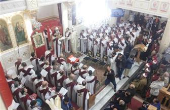محافظ الغربية يشارك الأقباط قداس عيد الميلاد بكنيسة مار جرجس والشهداء بطنطا | صور