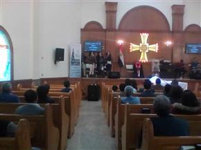 إقامة أول قداس بالكنيسة الإنجيلية بالمنيا بعد 4 أعوام من حرقها على يد الإخوان