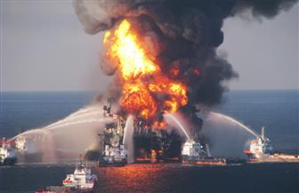اشتعال ناقلة النفط الإيرانية التي تصادمت مع سفينة صينية.. وإرسال هليكوبتر للمساعدة