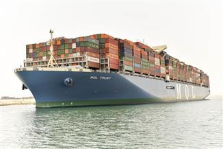 مميش: قناة السويس تشهد عبور 53 سفينة من الاتجاهين بإجمالي حمولات 3.9 مليون طن