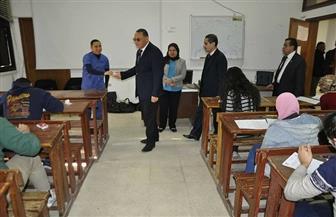 رئيس جامعة قناة السويس يتفقد لجان الامتحانات بعدد من الكليات | صور